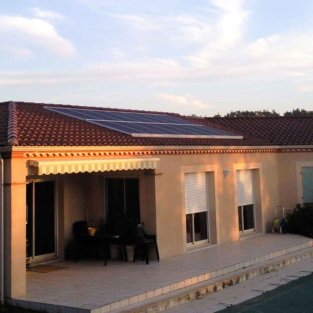Une installation de panneaux solaires sur maison