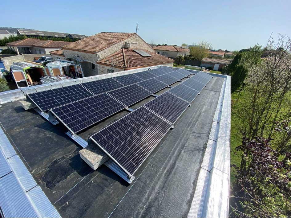 Installation de panneaux photovoltaïques à Boé 47 avec le système K2 SDOME qui crée de la pente pour le meilleur rendement