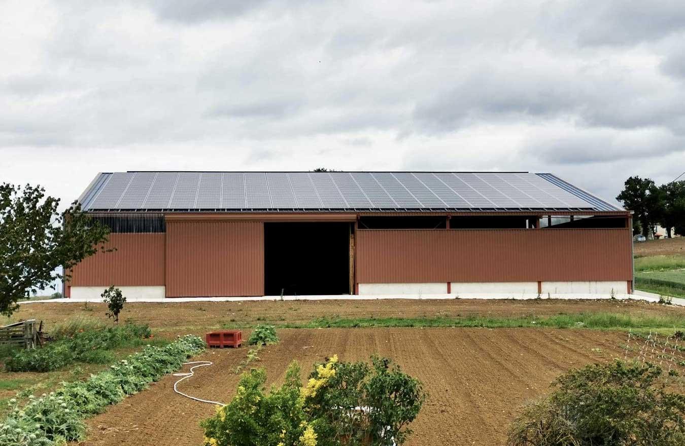 panneaux photovoltaiques sur batiment agricole dans le 47